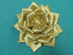 胸につける花リボンバラ章(ゴールド・花径12cm)