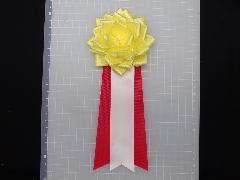 胸につける花リボンバラ・記章・徽章(中・花径10cm)黄色