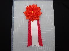胸につける花リボンバラ・記章・徽章(中・花径10cm)オレンジ
