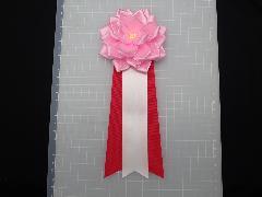胸につける花リボンバラ章・記章・徽章(中・花径10cm)ピンク/選挙・講演会等で胸につける花