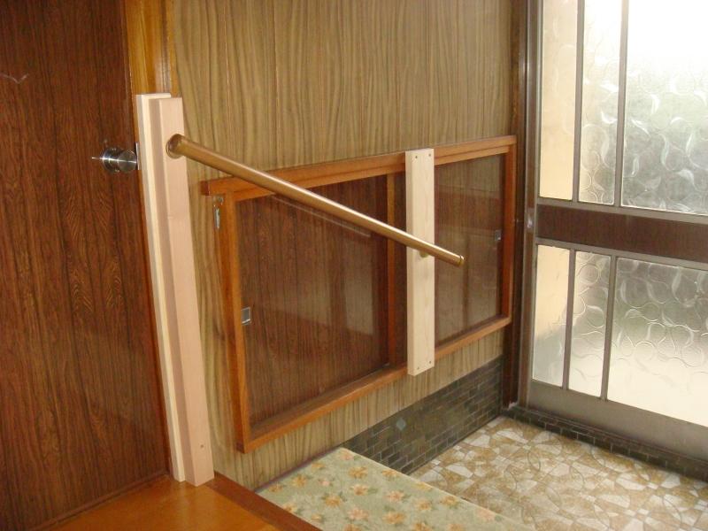 玄関と階段に手すり取り付け