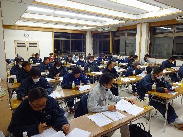 弊社では1ヶ月に一度安全勉強会 施工 安全 マナーについての講習を行っております。