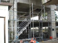 八王子市京王堀之内駅高架下駐輪場の足場工事