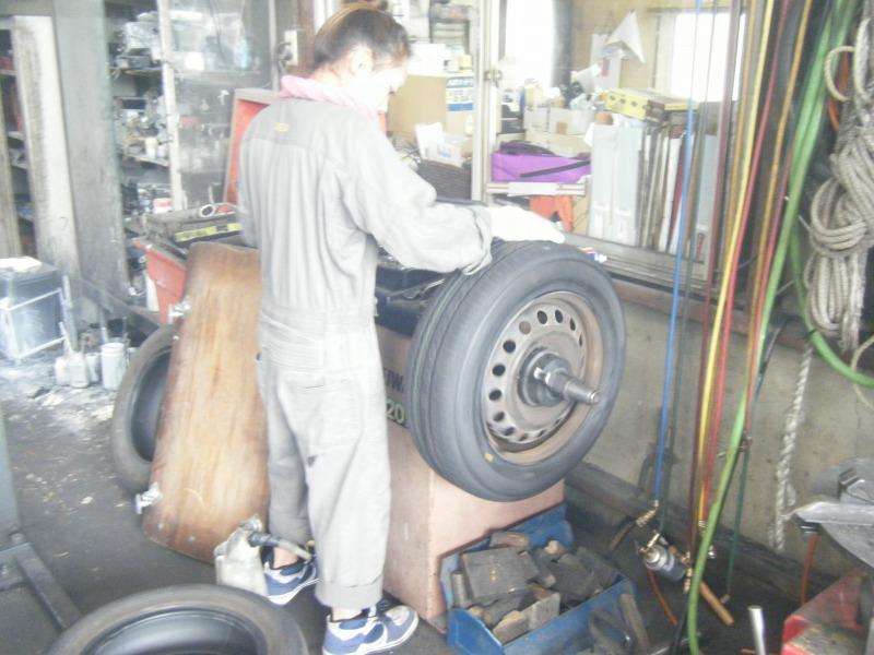 タイヤ交換 女性整備士 整備士女子