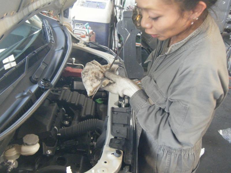 橋本市 オイル交換 整備士女子 女性整備士
