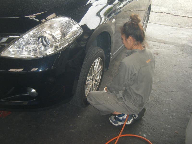 橋本市 ティーダ タイヤ交換 女性整備士 整備士女子