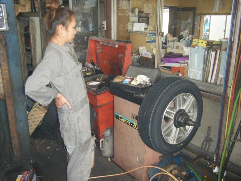 橋本市 タイヤ交換 女性整備士 整備士女子