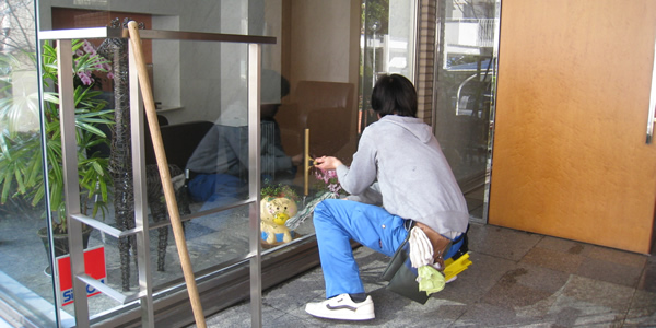 ガラス・手すりの拭き清掃