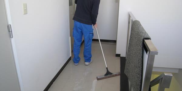 共用部の掃き掃除