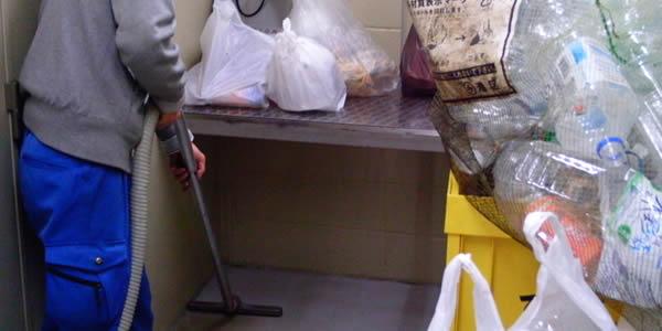 ゴミ置き場の清掃