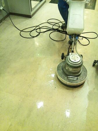 品川駅オフィスの床清掃