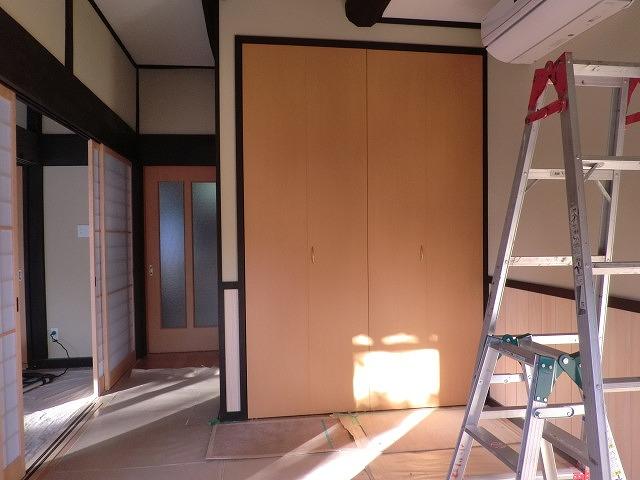 広島市のリフォーム工事折れ戸を施工しました。