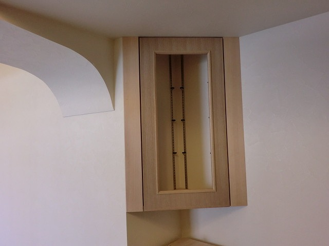 三角コーナー扉を施工しました