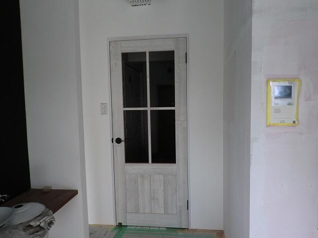 広島市のリフォーム工事・アンティーク風ドア