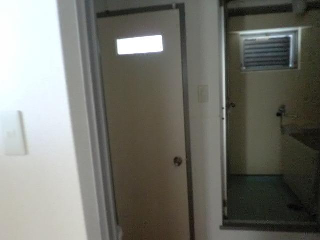 完成 トイレ開き戸