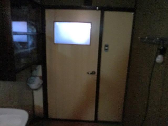 三次市のトイレ開き戸
