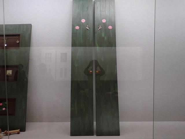 飾りつき両開きドア