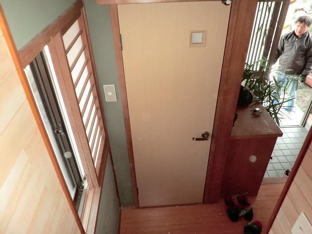 トイレ開き戸・台所入り口改装