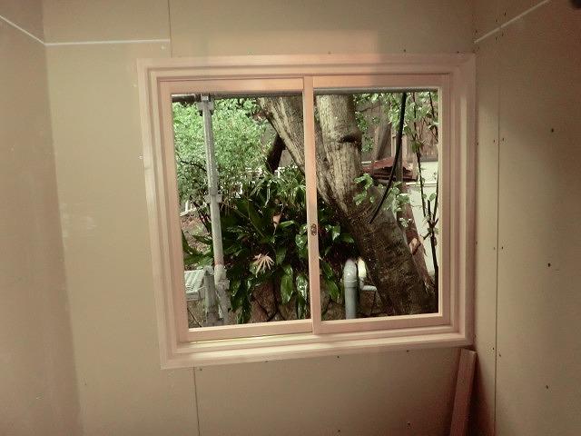 外部ガラス中連窓