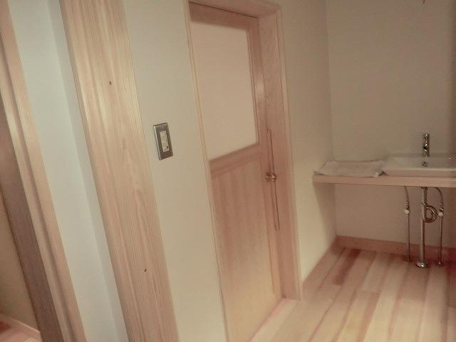 風呂入り口開き戸