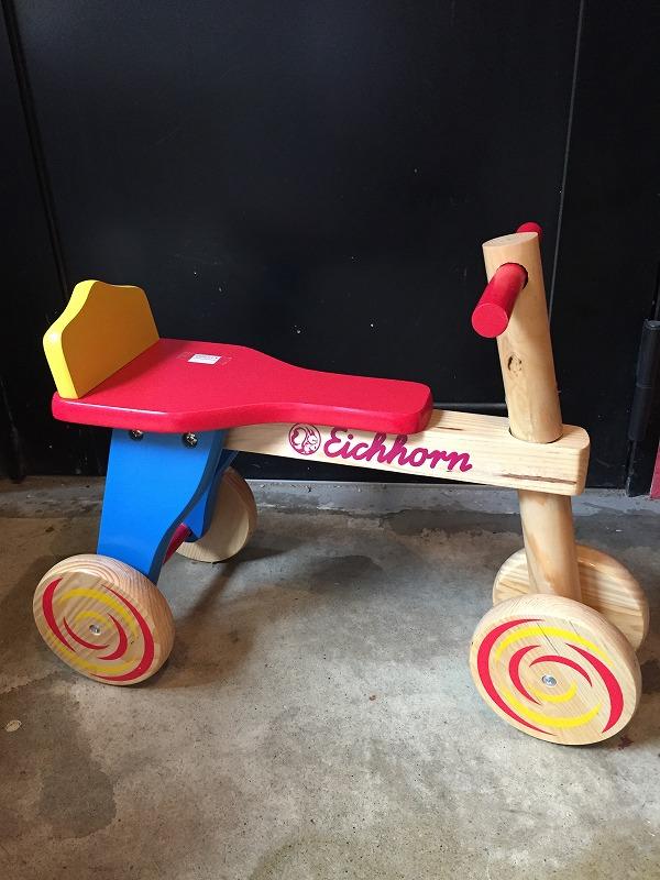 木のおもちゃ乗り物