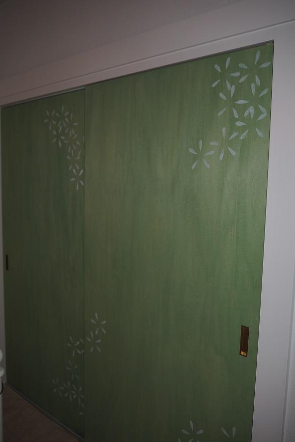 お花のアートドア!一つ一つ丁寧に書きました。