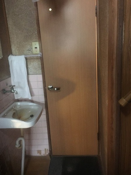 開き戸トイレ