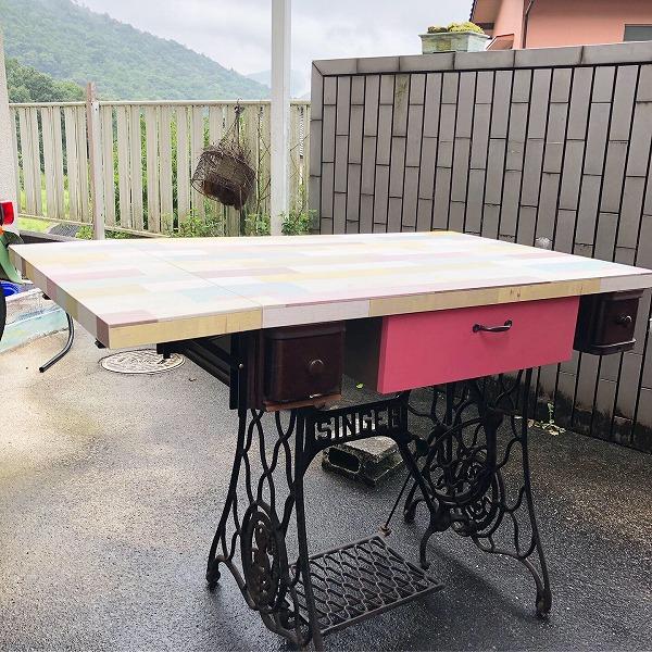 アンティ—クミシン台机でかわいい学習机など製作できます!