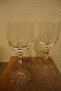 柄のワイングラス