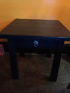 かわいいアンティーク調の机です
