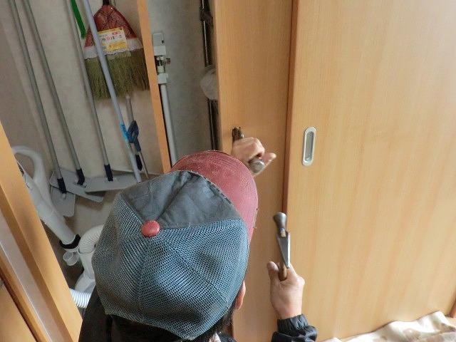 調整中 調整中 調整中です。 調整中 調整中です。  引き違い戸のかぎ調整|建具 広島