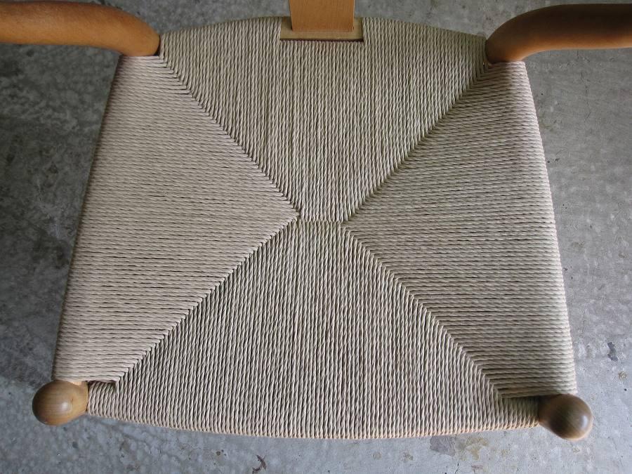 網目のある椅子