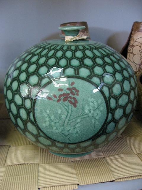 韓国青磁の壺2