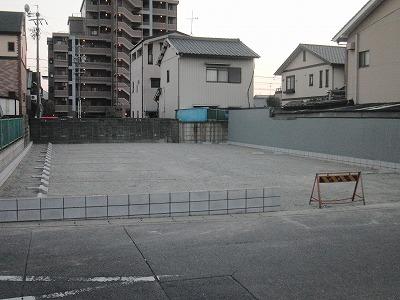 砂利敷き駐車場