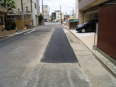 痛んだ車道舗装の修繕工事