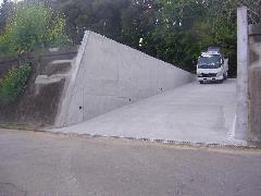 茨城県牛久市での擁壁工事