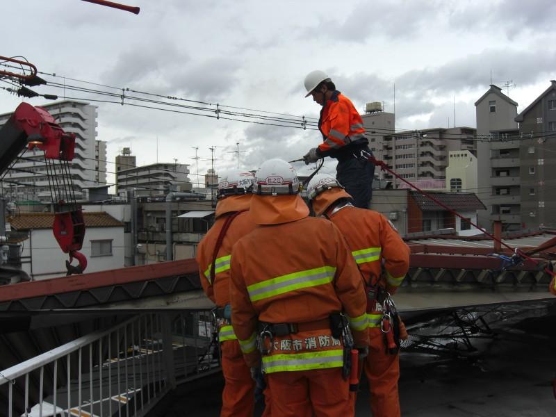屋根墜落クレーンで落下防止を取り切断