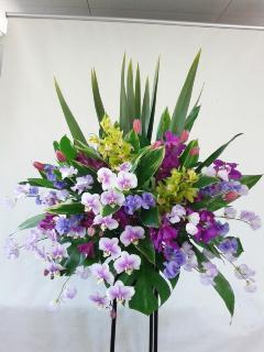 パープル系のスタンド生花