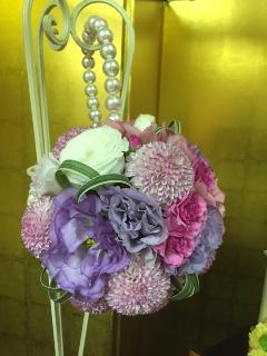 ピンクと紫のボールブーケ