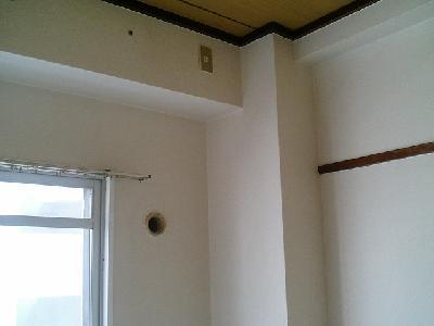 転居後の古いクロスが貼ってあります。