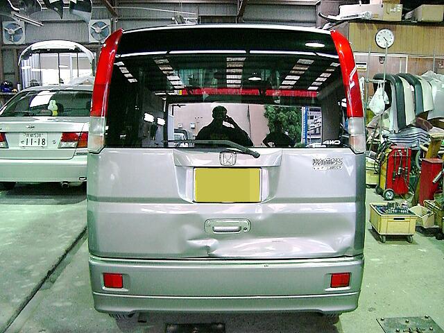 追突による車両後部 事故修理