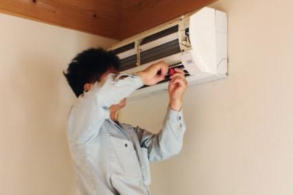 和歌山市T様エアコン設置作業