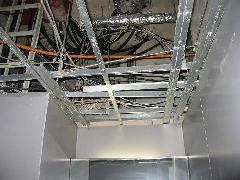 オフィスビル 天井 解体 復旧