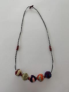 サルボボとウッドビーズのネックレス(赤)