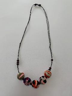サルボボとウッドビーズのネックレス(しぶ赤)