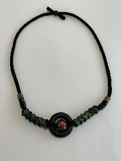 リングとバラと大島の編みネックレス(茶リング 紐グリーン)