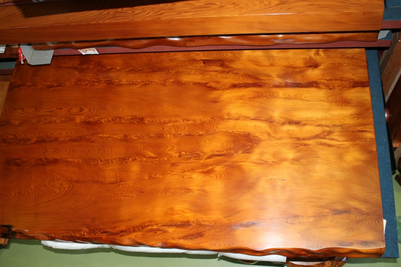 NO 433   屋久杉テーブル     長さ164�×横幅108cm×天板の厚さ5.5cm( 脚 付 )