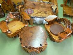 NO 9  屋久杉 大臣椅子 自然木を組み合わせた椅子です。、回転します。ゆったりと座れます。