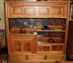 NO 128   日本産の肥松 飾り棚                                                           杢目のきれいな 油の濃い板です。                                                  横幅120cm×奥行38cm×高さ120cm