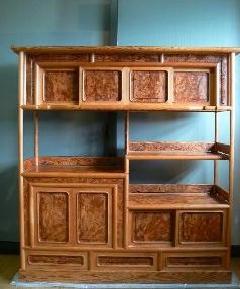 NO 29  日本の肥松飾り棚  ( 金襴杢 )   杢目の良い品物ですよ。                                                                                                  横幅124cm×奥行39cm×高さ130cm